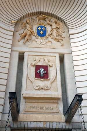 detail-coat-of-arms-paris-gate-lille