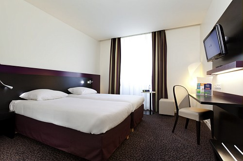 Hotel Mercure Lille Roubaix Grand 4 Star With Internet Steambath Jacuzzi Sauna Access For Disabled People Car Park Garage