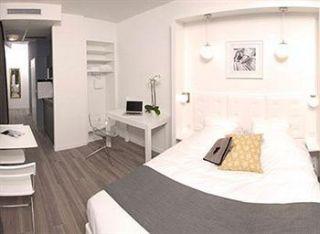 ander onderdak in lille. Black Bedroom Furniture Sets. Home Design Ideas