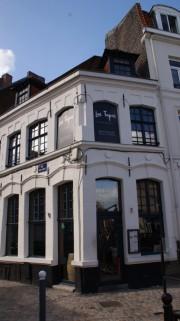 facade-8303