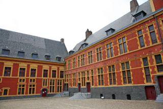 cour intérieure hospice comtesse