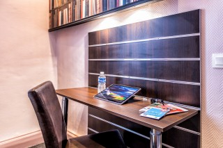 hotelcontinental-chambre-bureau-8921