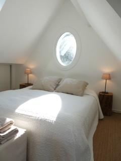 la-longere-chambre-balcon-lit-double-10090
