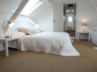 la-longere-chambre-glycine-pour-3-un-lit-double-et-un-simple-10080