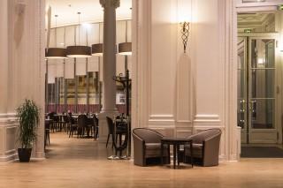 entree-du-restaurant-9674