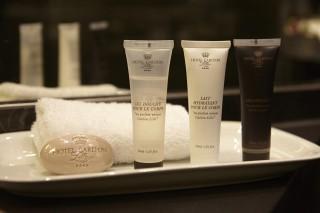 salle-de-bain-produit-accueil-savon-parfum-douche-hotel-carlton-lille-8784